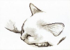 Набор для вышивания крестом Crystal Art Спящий котик. Размер - 22,5 х 16,5 см.