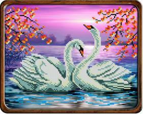 Лебеди на пруду. Размер - 24,5 х 20 см.