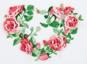 Сердце из роз. Размер - 14,5 х 10,5 см.