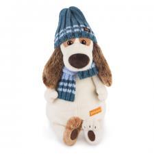 Бартоломей в голубой шапке и шарфе.