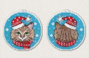 """Набор для вышивания на пластиковой канве """"Новогодний кот"""". Размер - 8,4 х 8,8 см."""