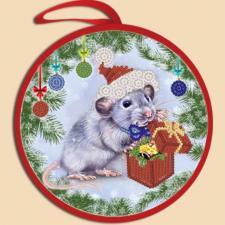 Маричка | Ёлочная игрушка.Крыска с подарком. Размер - 14 х 14 см.