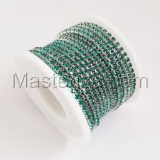 Стразовая цепь SS8 (2,3-2,5 мм).Цвет №14 зелёный.Оправа серебро,1 м