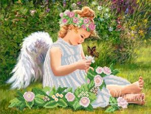 Ангел в саду. Размер - 34 х 26 см.