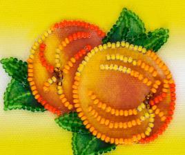 Спелые персики. Размер - 8 х 7 см.