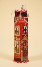 """Чехол на бутылку """"Красный домик""""."""
