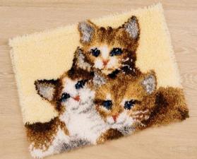 Три котёнка. Размер - 50 х 40 см.