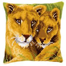 Львица с львёнком. Размер - 40 х 40 см.