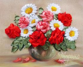 Розы и ромашки. Размер - 20 х 17 см.