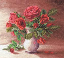 Красные розы в белом кувшине. Размер - 31 х 30 см.