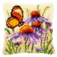 Бабочка на цветке. Размер - 40 х 40 см.