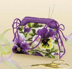 Игольница сумочка с анютиными глазками. Размер - 11 х 8 см.